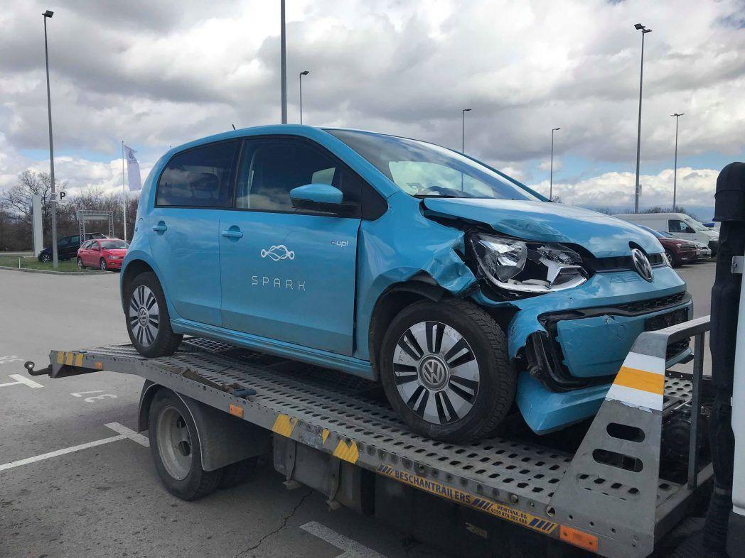 VW UP от Spark - първа електрическа катастрофа - Пътна помощ RoadHelp.bg