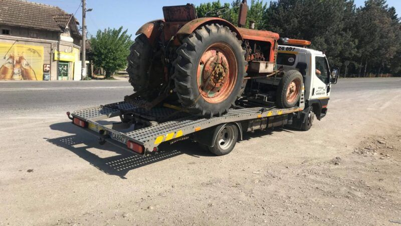 Ретро трактор - Пътна Помощ 24/7 RoadHelp.bg