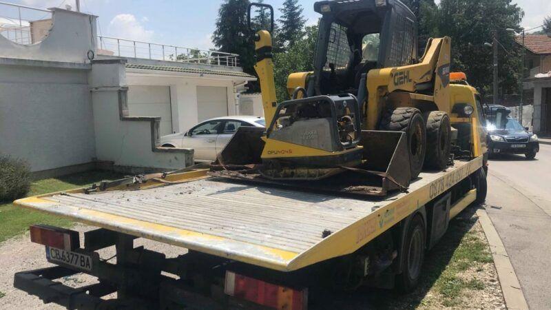 Редовен клиент, пак на път - превоз на малък багер - Пътна помощ Репатрак - Пътна Помощ 24/7 RoadHelp.bg