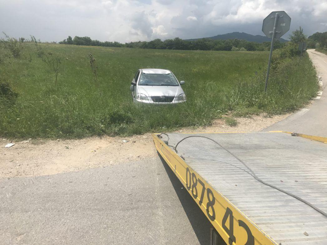 Попадане на автомобил в дере